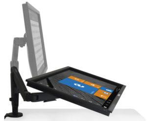 Imagen de un potente ordenador compacto Deskomunal Pro para entornos profesionales, con su monitor táctil de 32 pulgadas, sin torre ni caja, todo en uno, y su brazo metálico articulado.